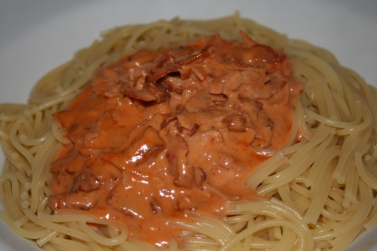 Spagetti med bacon/skinesauce