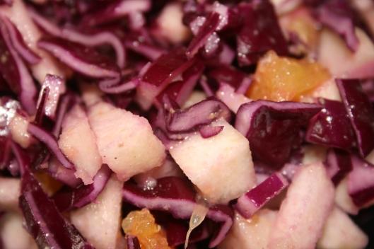 Rødkål, appelsin og pære salat.