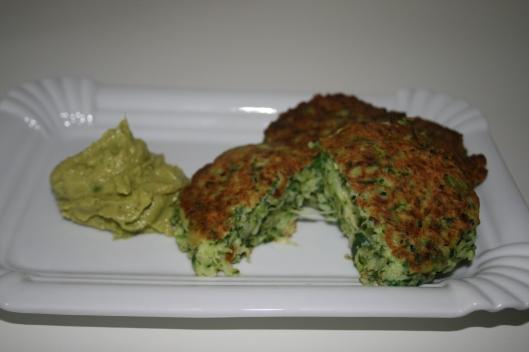 Squash klatter/bøffer/deller med guacamole.