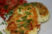 Kartoffel fritter med hvidløgs cremefraiche.