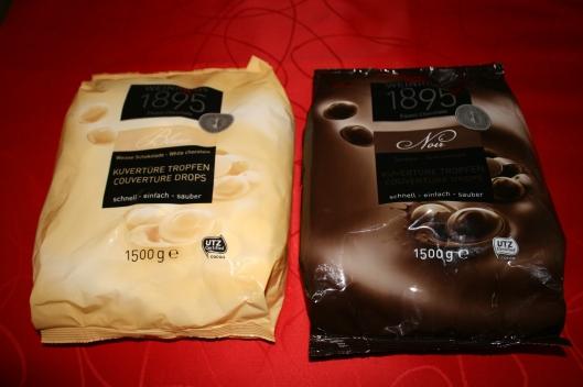 1.5 kg mørk og hvid chokolade.....ialt 3 kg