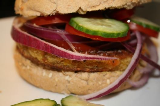 Jordnøddebøf forvandlet til burger.