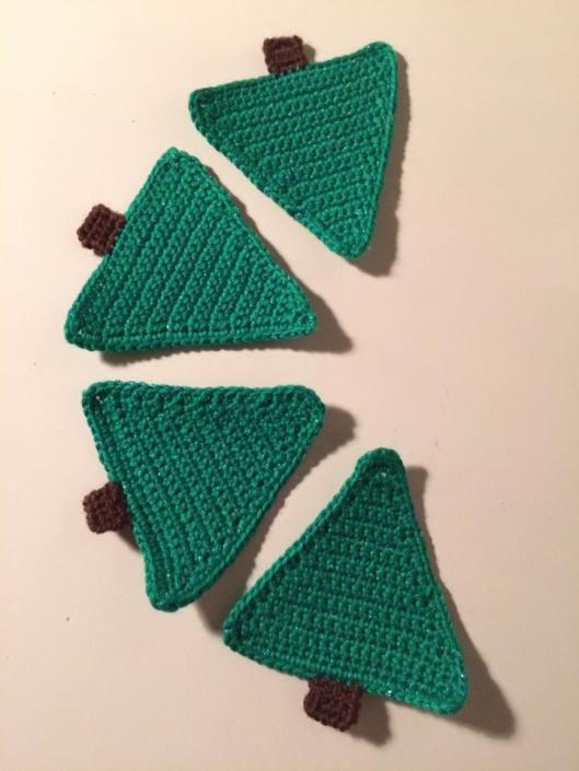 Juletræs guilander......når jeg bliver færdig med dem. Fra Happy Little Crochet's julekalender.