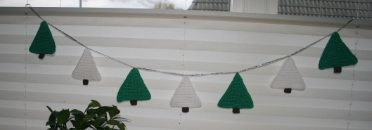 Jule guilande fra min Julekalender - Little Happy Crochet.